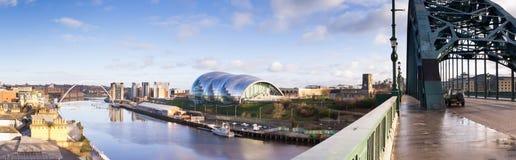 Panoramisch von den Newcastle-und Gateshead-Kaianlagen Stockfotos