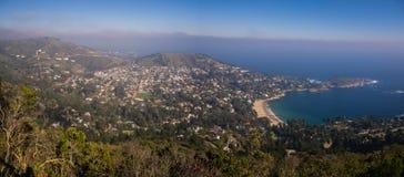 Panoramisch von der Küstenstadt von Zapallar in Chile lizenzfreie stockbilder