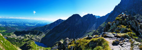 Panoramisch von meiner Weise zur Spitze das polnische Tatras Lizenzfreie Stockfotos