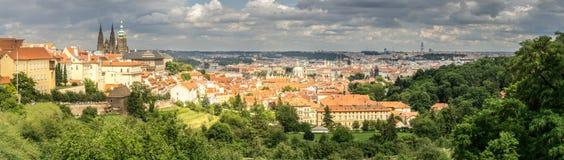 Panoramisch von Prag von Strahov-Kloster Stockbilder