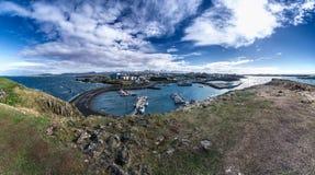 Panoramisch von Stykkisholmur an einem schönen Tag, Snaefellsnes-Halbinsel, Island Lizenzfreie Stockfotos