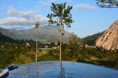 Panoramisch zwembad in Lanquin Guatemala stock foto