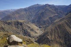 Panoramische Ansicht über Colca Schlucht Lizenzfreie Stockfotos