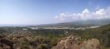 Panoramische Ansicht über das seacost Lizenzfreie Stockfotos