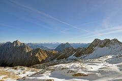 Panoramische Ansicht über die Alpen vom Zugspitze Lizenzfreie Stockfotos