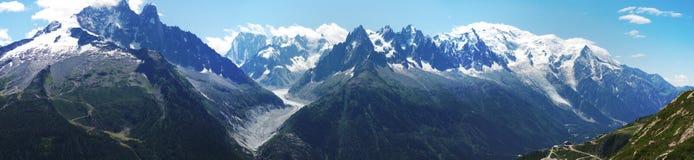 Panoramische Ansicht über Mont-Blanc massiv stockbild