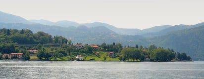 Panoramische Ansicht über See Orta Lizenzfreie Stockbilder