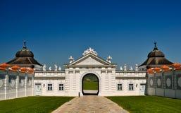 Panoramische Ansicht aus einem barocken Gatter heraus Lizenzfreie Stockfotografie