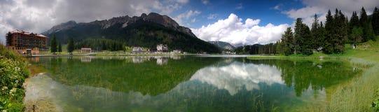 Panoramische Ansicht der Dolomitspitzen Stockbild