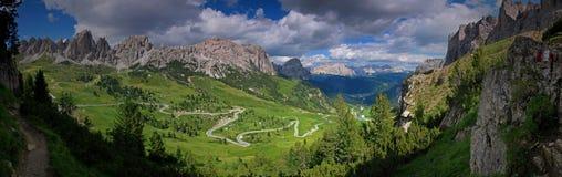 Panoramische Ansicht der Dolomitspitzen Stockfotografie
