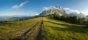 Panoramische Ansicht der Gebirgslandschaft. Lizenzfreie Stockfotos
