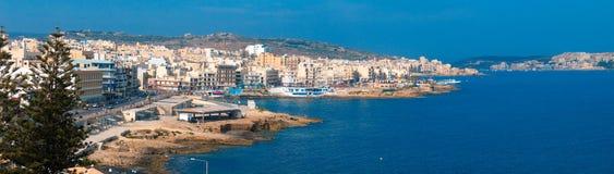 Panoramische Ansicht der maltesischen Stadt Bugibba Stockfotos