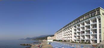 Panoramische Ansicht des Hotels bei Schwarzem Meer Stockbild