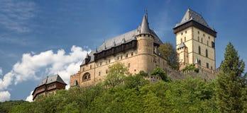 Panoramische Ansicht des Schlosses Karlstejn, Tschechische Republik Lizenzfreies Stockbild