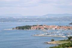 Panoramische Ansicht des touristischen Dorfs und des Hafens von Portoroz, Slowenien Lizenzfreie Stockfotos