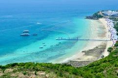Panoramische Ansicht und Aktivität auf dem Strand Lizenzfreie Stockfotos