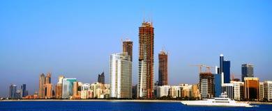 Panoramische Ansicht von Abu Dhabis Skylinen Stockbild