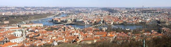 Panoramische Ansicht von altem Prag lizenzfreie stockbilder