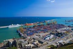 Panoramische Ansicht von containters in einem Hafen von Barc Stockfotos