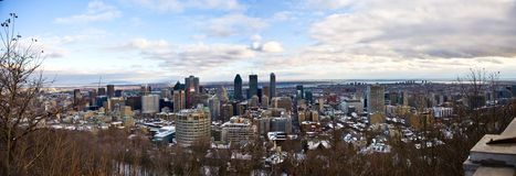 Panoramische Ansicht von im Stadtzentrum gelegenem Montreal lizenzfreies stockbild