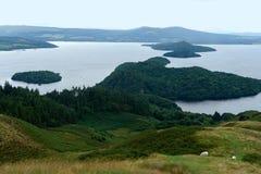 Panoramablick von Loch Lomond Stockfotografie