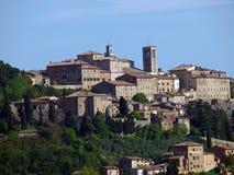 Panoramische Ansicht von Montepulciano stockbild
