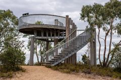 Panoramische Betrachtungs-Plattform in den königlichen botanischen Gärten Victoria lizenzfreie stockfotografie