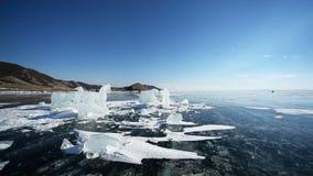 Panoramische Bewegung entlang dem Eis-Pferd stock video footage