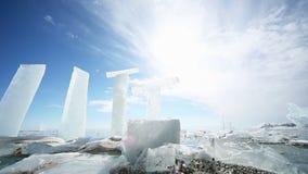 Panoramische Bewegung entlang einem Eisblock stock footage