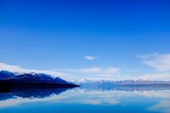 Panoramische Bezinning van Onderstel Cook bij Meer Pukaki, Nieuw Zeeland Stock Foto