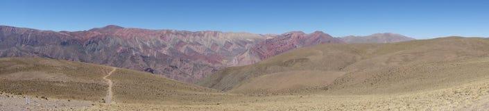 Panoramische - Cierro 14 colores - veertien kleurenheuvel - humahuaca, het noorden of Argentinië stock afbeelding