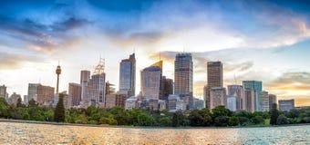 Panoramische cityscape van Sydney bij zonsondergang, NSW, Australië Royalty-vrije Stock Foto