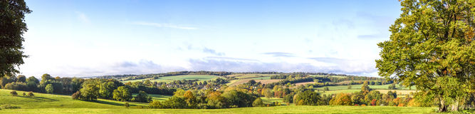 Panoramische Cotswold-Ansicht, Gloucestershire, England Stockbild