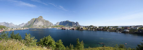 Panoramische de zomermening van Lofoten-Eilanden dichtbij Moskenes Royalty-vrije Stock Afbeeldingen