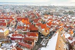 Panoramische Draufsicht über mittelalterliche Stadt des Winters innerhalb der verstärkten Wand Nordlingen, Bayern, Deutschland Stockfotos
