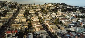 Panoramische Draufsicht Eureka-Talnachbarschaft mit dem Sommer nebelig stockbilder