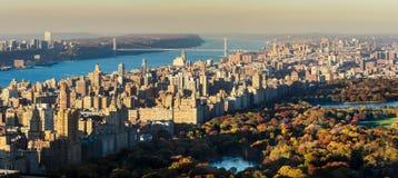 Panoramische erhöhte Ansicht des Central Park und des Upper West Sides im Fall New York City Stockfotografie