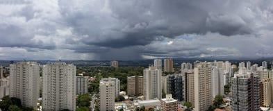 Panoramische foto van Dos van Jose van stadssao Campos - Sao Paulo, Brazilië - met bewolkte hemel stock foto