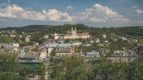 Panoramische Frühlingsansicht von Buchach-Stadt Ternopil Oblast, Ukraine Stockfotos