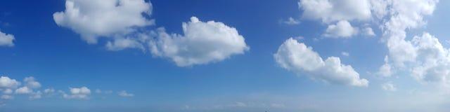 Panoramische hemel met wolk Stock Foto