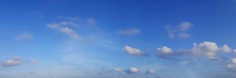 Panoramische hemel met wolk Stock Afbeeldingen
