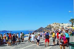 Panoramische hoofdstraattoeristische attractie Santorini Griekenland Stock Afbeelding