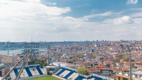 Panoramische hoogste mening met stadion en huizen timelapse in Istanboel, Turkije stock video
