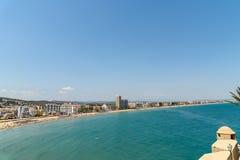 Panoramische Horizonmening van Peniscola-de Toevlucht van het Stadsstrand bij Middellandse Zee Stock Afbeeldingen