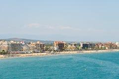 Panoramische Horizonmening van Peniscola-de Toevlucht van het Stadsstrand bij Middellandse Zee Stock Foto's