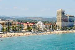 Panoramische Horizonmening van Peniscola-de Toevlucht van het Stadsstrand bij Middellandse Zee in Spanje Stock Foto's
