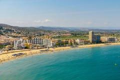 Panoramische Horizonmening van Peniscola-de Toevlucht van het Stadsstrand bij Middellandse Zee in Spanje Royalty-vrije Stock Afbeelding
