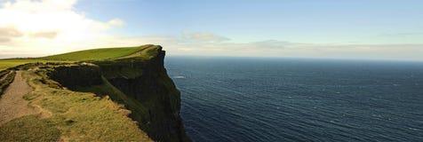Panoramische Klippen von Moher Lizenzfreie Stockfotografie