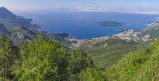 Panoramische Landschaft von Budva Riviera in Montenegro, Balkan, adriatisches Meer, Europa Ansicht von der Oberseite des Berges Lizenzfreies Stockbild