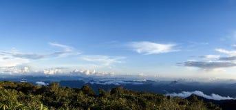 Panoramische Landschaft von der hohen Spitze stockbilder
